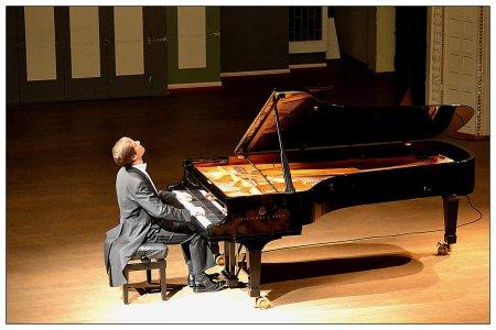 Концерт заслуженого артиста России Николая Луганского (фотрепиано) в Литовской национальной филармонии.