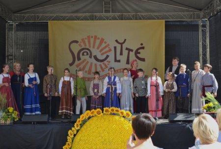 """Младшие группы ансамбля """"Аринушка"""" на фестивале """"Саулите"""""""