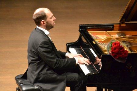 Пианист Андрей Коробейников своим талантом покорил литовскую публику